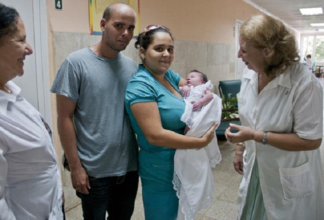 Reconocimiento al profesionalismo: por una maternidad y natalidad saludable (+Audio)