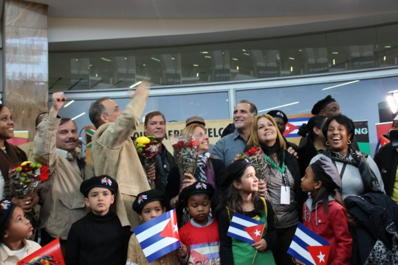 Cuban Antiterrorists Warmly Welcomed in South Africa