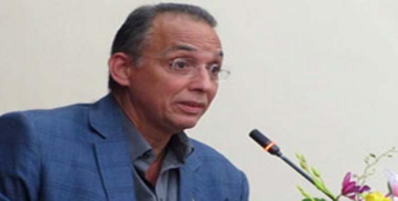 Expresa Héroe cubano solidaridad con el pueblo de Francia