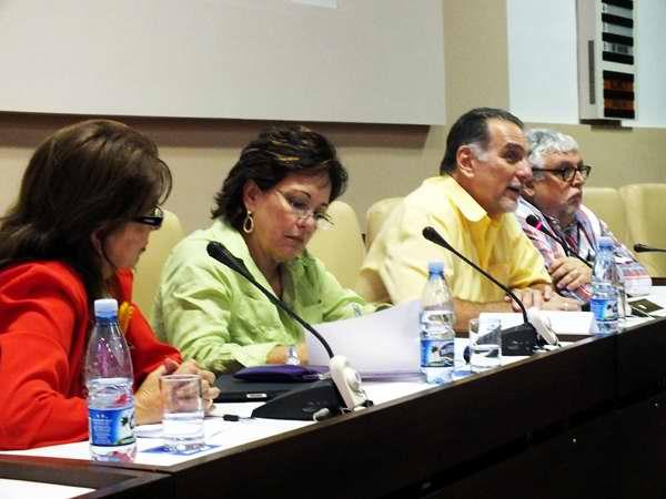 En el panel estuvieron presentes la periodista Arleen Rodríguez, la coordinadora en Cuba del Comité Internacional de Solidaridad con Los Cinco, Graciela Ramírez. Igualmente contó con la presencia de René González, Héroe de la República de Cuba; así como las esposas y familiares de los luchadores cubanos antiterroristas. Foto Abel Rojas