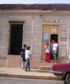 En Cienfuegos más de dos mil personas visitaron casa de Los Cinco. Foto Mireya Ojeda