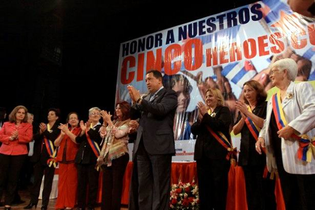 The Endless hug and debt on Chávez and the Five Heroes