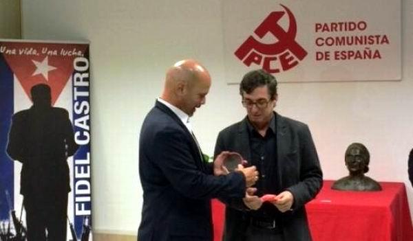 Condecora Partido Comunista de Espa�a a Gerardo Hern�ndez