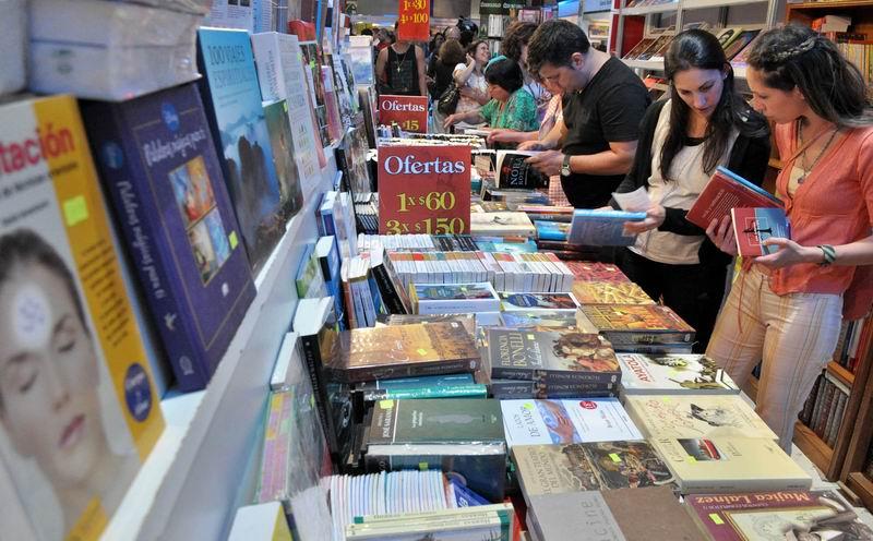 Aprovechen la Feria del Libro, invita Fernando González