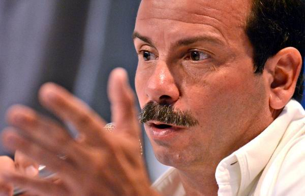 Fernando González en Chile para encuentro de solidaridad con Cuba