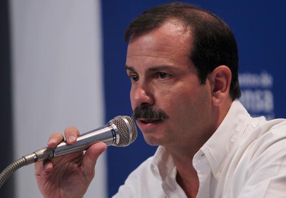 Llegó Fernando González a Perú para cita de solidaridad con Cuba