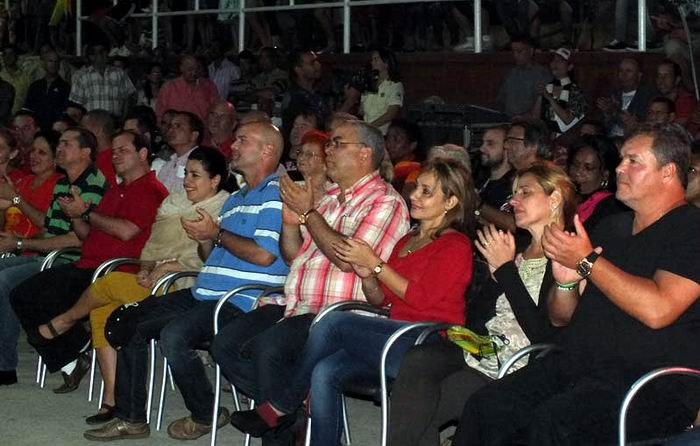 Emotivo recibimiento en Holguín a héroes antiterroristas cubanos. Foto:Lisandra Cardoso