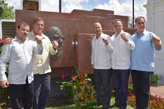 Concluyen Los Cinco hist�rica visita a El Salvador (+Video)