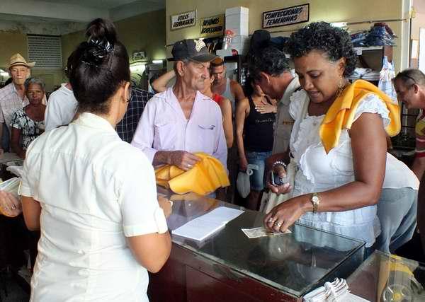 Cuba de cintas amarillas el 12 de septiembre Foto Abel Rojas