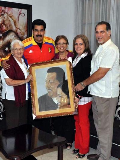 President Nicolás Maduro Receives Picture made by Anti-terrorist Antonio Guerrero