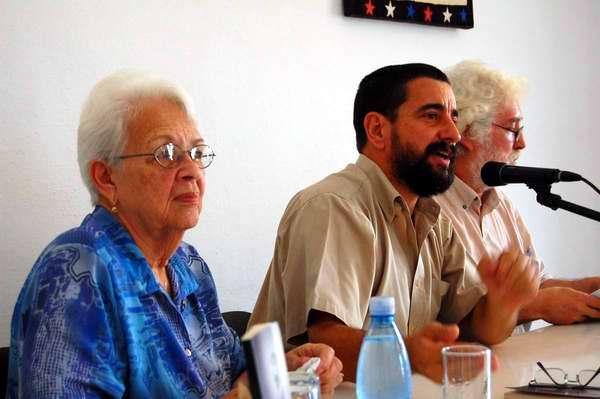 Mirtha Rodríguez, madre de Tony durante la presentación de un libro. foto AIN