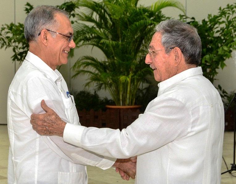Condecora Raúl Castro a nuevos Héroes y Heroínas del Trabajo (+Audio y fotos)