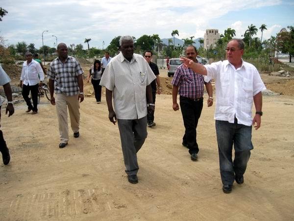 Recorre Esteban Lazo obras constructivas en Santiago de Cuba