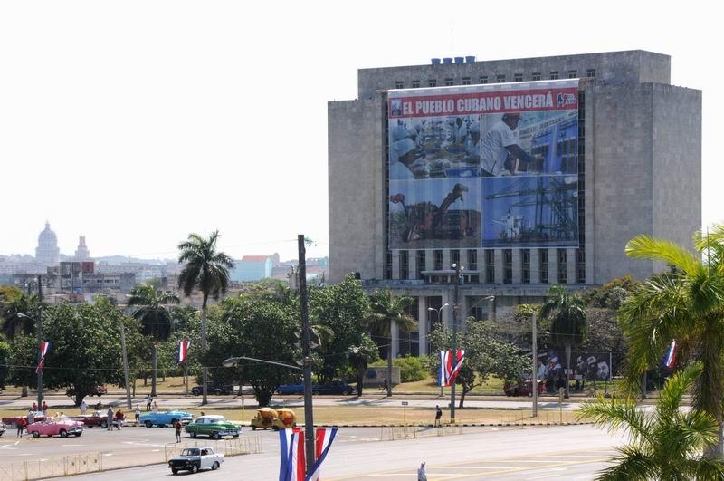 Preparativos en la Plaza de la Revolución, para el desfile por el Día Internacional de los Trabajadores el Primero de Mayo, en La Habana, Cuba, el 28 de abril de 2016. ACN FOTO/Omara GARCÍA MEDEROS