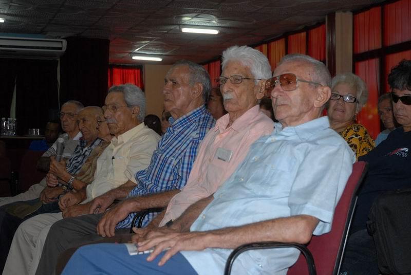 Homenaje de los CDR a moncadistas y expedicionarios del Granma