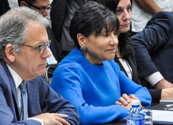 enny Pritzker (C), Secretaria de Comercio de Estados Unidos, durante la reunión que sostuviera con Rodrigo Malmierca Díaz, ministro de Comercio Exterior y la Inversión Extranjera, y otros altos funcionarios del Gobierno cubano y estadounidense, para intercambiar sobre las posibilidades de impulsar el comercio bilateral, como parte del proceso hacia la normalización de relaciones entre ambas naciones, en la sede del MINVEX, en La Habana, el 7 de octubre de 2015. AIN FOTO/Marcelino VAZQUEZ