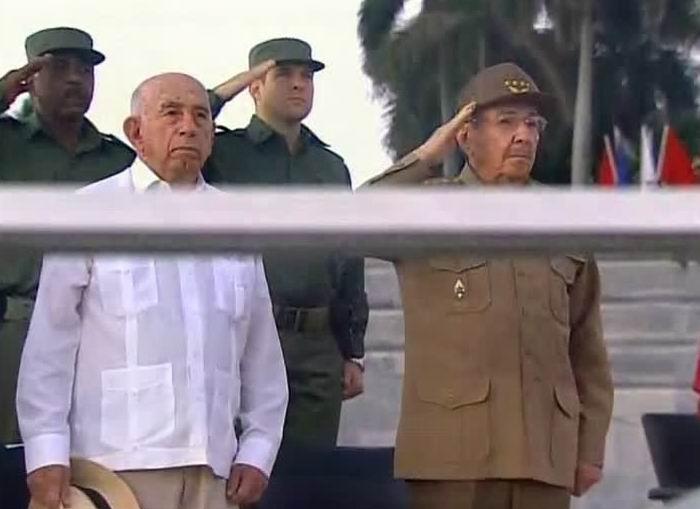 Cuba Revista Miliar y marcha del pueblo combatiente