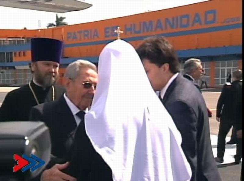 Raúl Castro Ruz, presidente de los Consejos de Estado y de Ministros de Cuba despidió a Su Santidad Kirill, Patriarca de Moscú y de toda Rusia