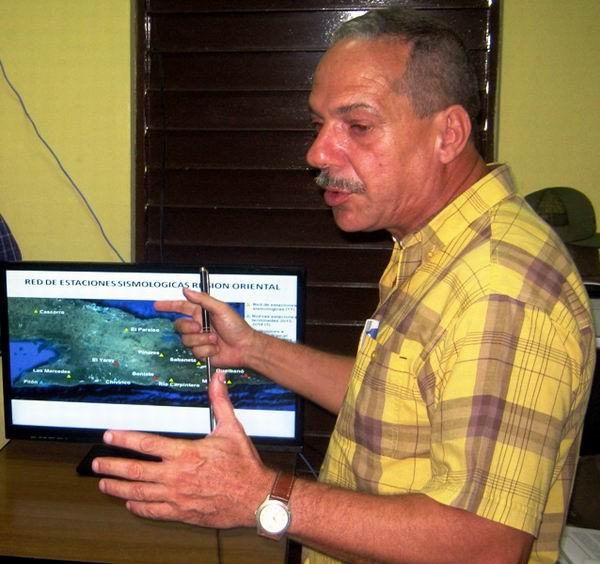 Doctor Enrique Arango, Subdirector del Centro Nacional de Investigaciones Sismológicas radicado en Santiago de Cuba.