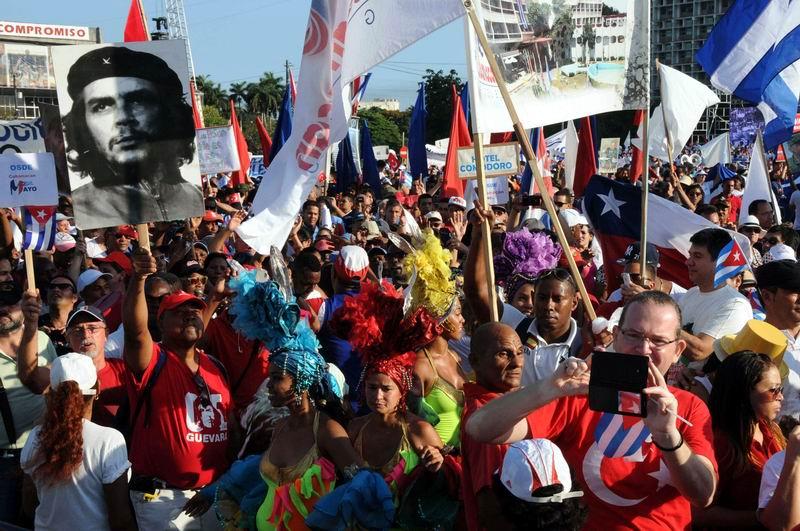 En fotos masivo desfile por el 1ro. de Mayo en Cuba. Foto: Omara García