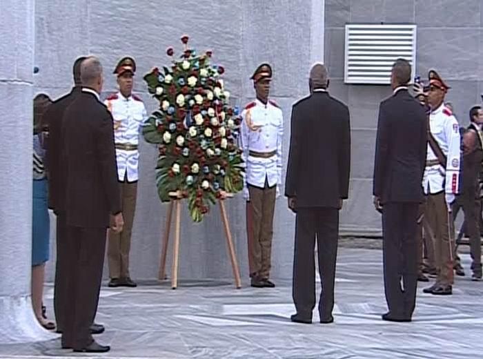 Barack Obama deposita ofrenda floral a José Martí en La Habana