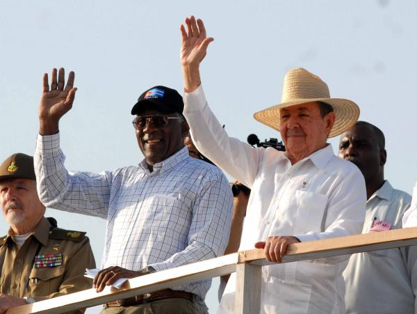 Ra�l Castro Ruz, Salvador Vald�s Mesa y Ramiro Vald�s Men�ndez, presiden desfile por el 1ro de Mayo en La Habana, Cuba - 2010