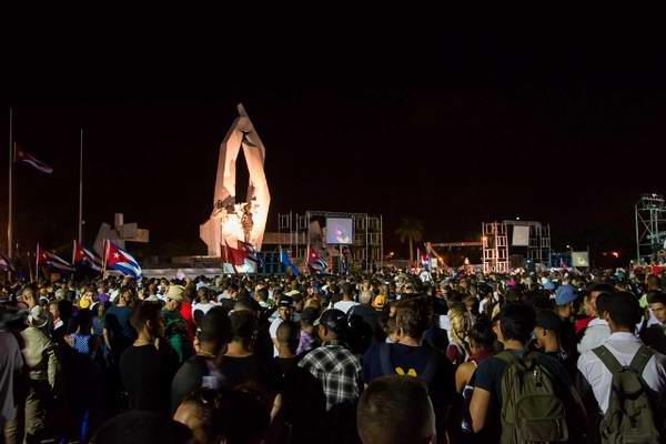 El pueblo rinde tributo al Comandante a su paso por la provincia de Camagüey. Foto: Féix Nazco