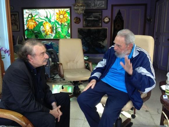 El periodista español Ignacio Ramonet  junto al Comandante en Jefe Fidel Castro el 13 de diciembre de 2013. Foto Estudios Revolucion
