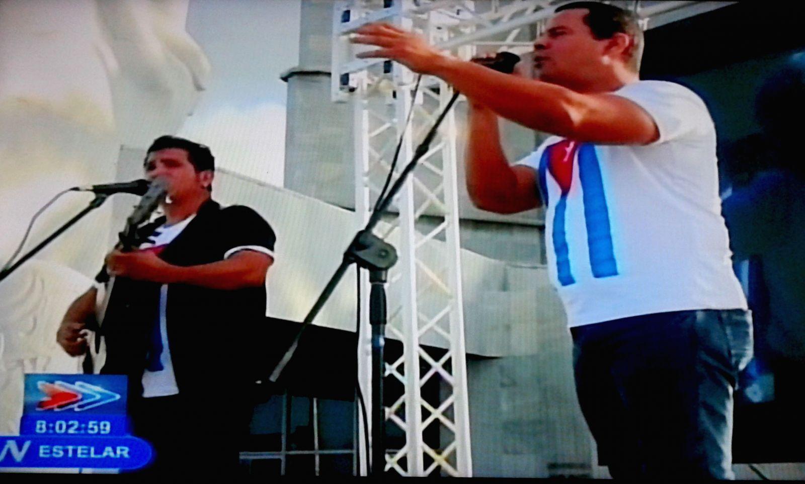Abanderada delegación de jovenes cubanos rumbo a Festival de Sochi