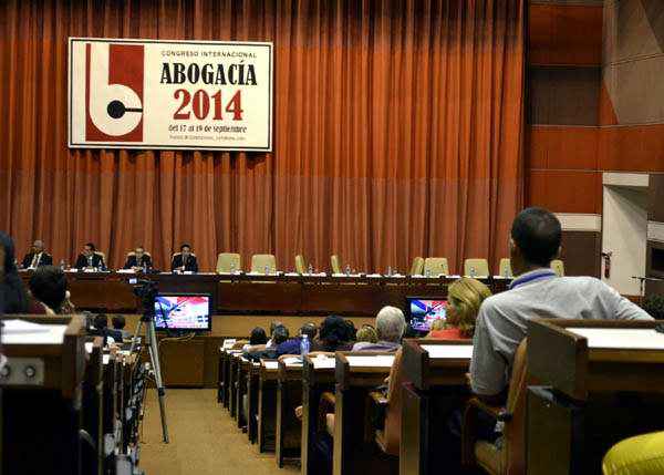 Abogados se alistan ante retos de inversi�n extranjera en Cuba