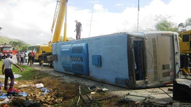 Accidente en Santiago de Cuba  deja 3 muertos y 36 lesionados