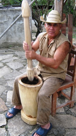 Capesino Alberto Pupo con su tradicional pilón