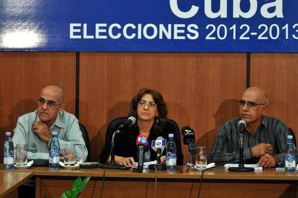 La presidenta de la Comisión Electoral Nacional, Alina Balseiro Gutiérrez informó que los 612 diputados a la Asamblea Nacional fueron electos. Foto Abel Ernesto