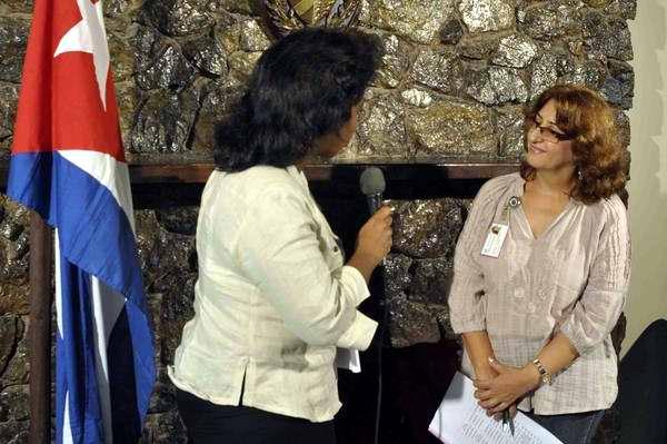 Alina Balceiro, presidenta de la Comisión Electoral Nacional durante una entrevista con la prensa. Foto AIN
