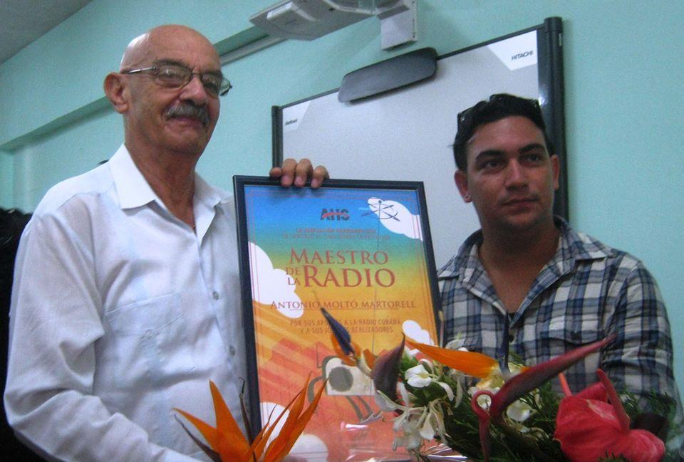 Rinden homenaje a Antonio Moltó periodistas de Holguín (+ Fotos)