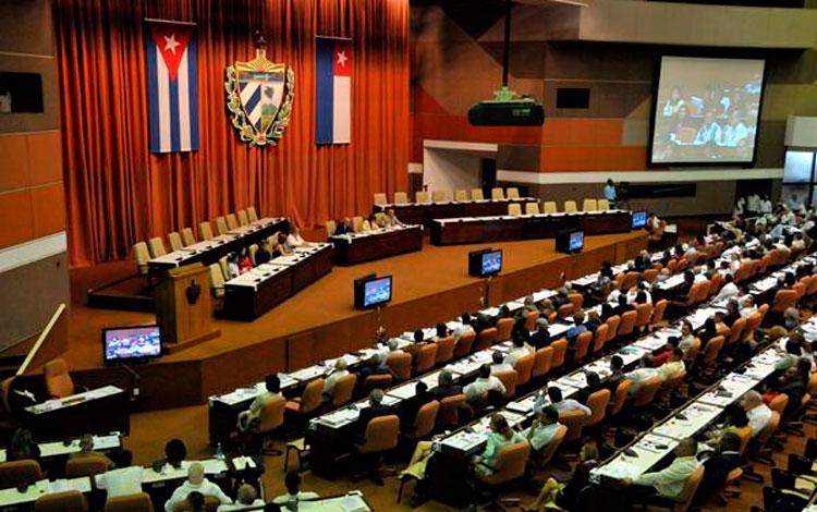Cuban lawmakers discuss Communist Party Congress Documents