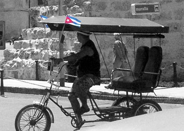 Bandera cubana por las calles de la Isla