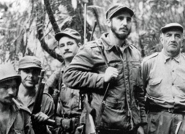 Fidel Castro y el Ejército Rebelde liberan el poblado de Guisa