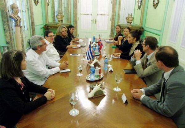 Recibió canciller cubano a su similar de Noruega