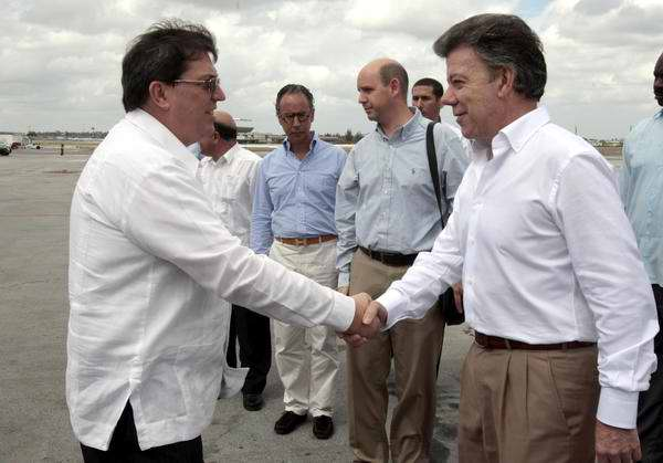 Bruno Rodríguez parrilla y Juan Manuel Santos. Foto AIN