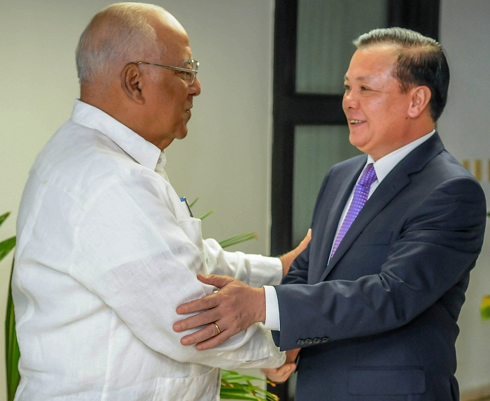Cuban VP Cabrisas receives Vietnamese Minister