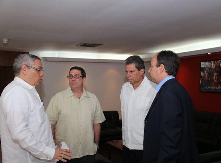 Eval�an cancilleres de Venezuela y Cuba temas de inter�s com�n
