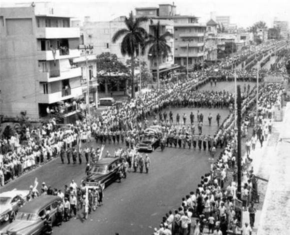 Durante el sepelio a los caídos en defensa de la Patria; Fidel proclama ante el mundo el carácter socialista de la naciente revolución cubana