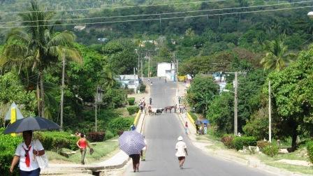 Flamante carretera de montaña que atraviesa el municipio del Tercer Frente, desde el Consejo Popular de Matías hasta el de Maffo en Contramaestre.  Foto: Carlos Sanabia