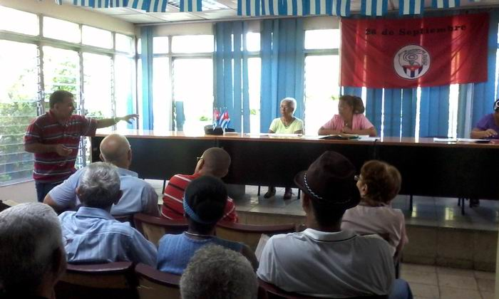 Aporte de los CDR en La Habana al debate de los documentos del VII Congreso del PCC. Foto: Carlos Serpa