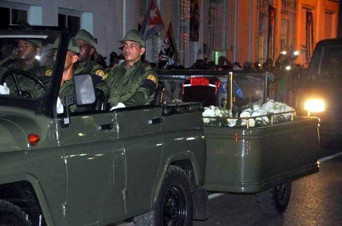 Impresionante abrazo de Cienfuegos a Fidel. Foto: Efrain Cedeño