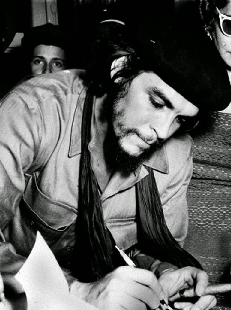 La medicina y el Che, fundación del Colegio Médico Nacional de Cuba