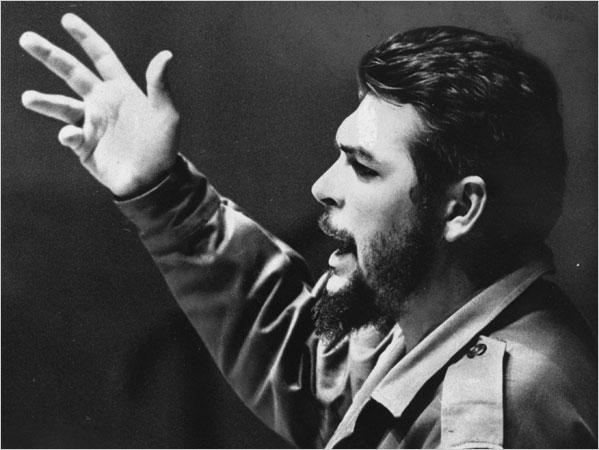 El Che en el acto de constitución de la Sociedad de Amistad soviético-cubana