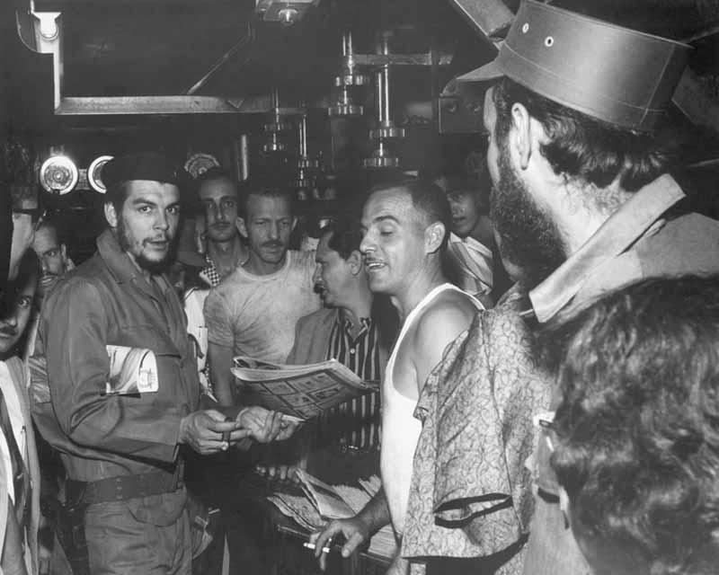 Ernesto Guevara publica en Verde Olivo el texto Ataque Aéreo