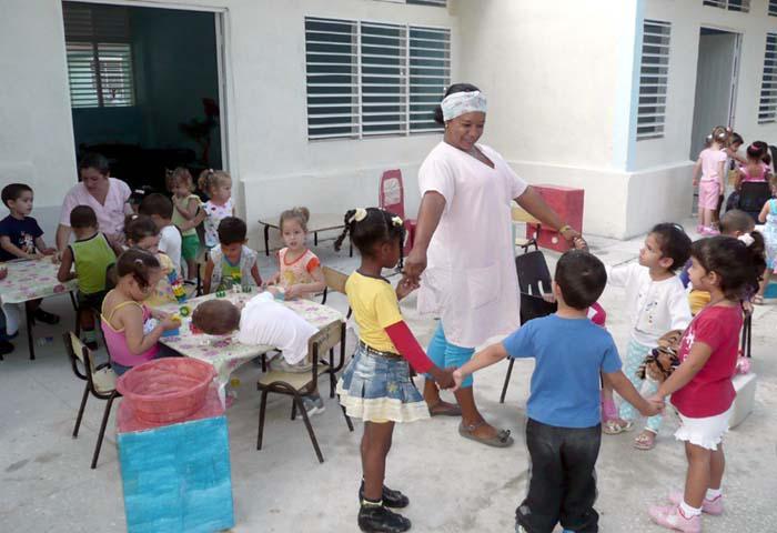 Cuba, madres trabajadoras con dos hijos o más recibieron una matrícula de círculo infantil